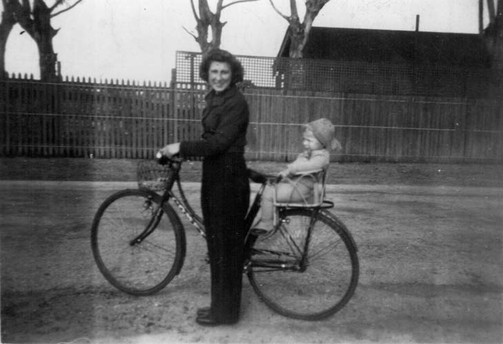 Leni, with baby Bo, on her way to work at Philips Electrical Industries, Adelaide, 1950s. Reproduced courtesy Annette Janic.