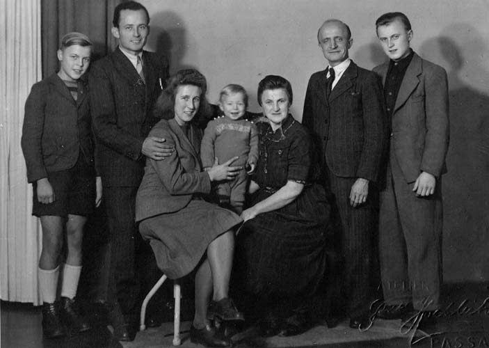 Family photograph taken in Passau just before Leni, Ratko and Bo migrated to Australia, 1949. Left to right: Manni, Ratko, Leni, Bo, Auguste, Paul Schatke and Sohni. Reproduced courtesy Annette Janic.