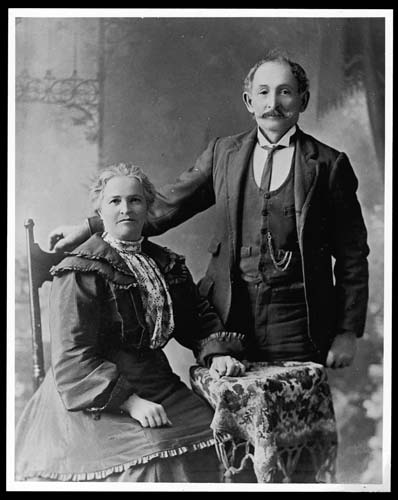 Maria and Lorenzo Roder in Lismore, New South Wales, c 1900. Reproduced courtesy Lorraine Lovitt.