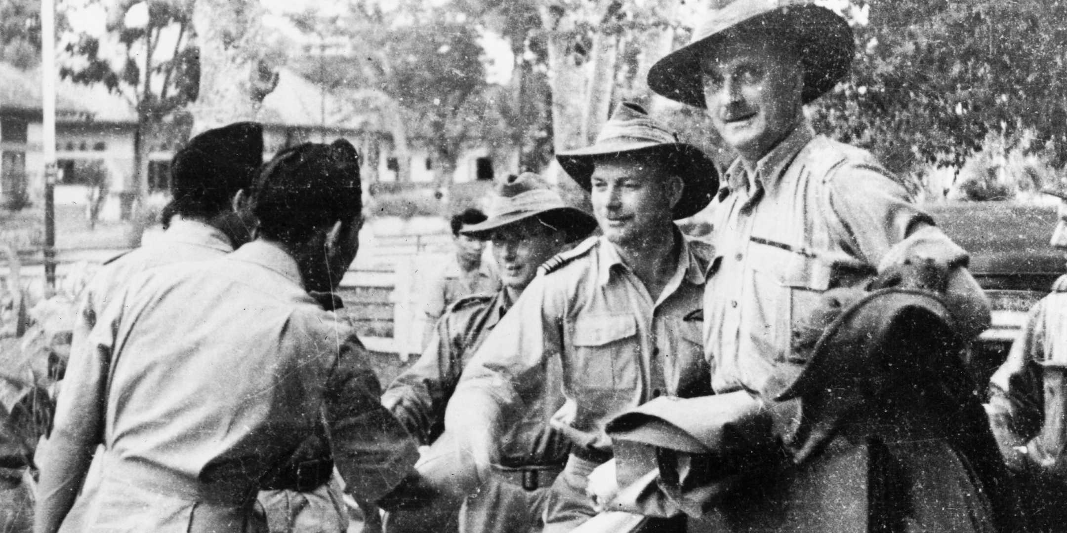 Australian military observers being welcomed by Republican officers in Yogyakarta on 14 September 1947. National Library of Australia.