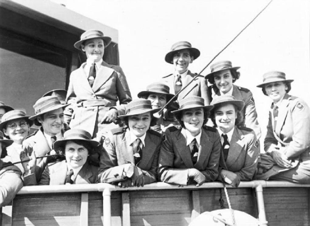 Australian nurses preparing to depart Sydney, May 1940. Photographer: Samuel J Hood Studio, ANMM Collection 00020458
