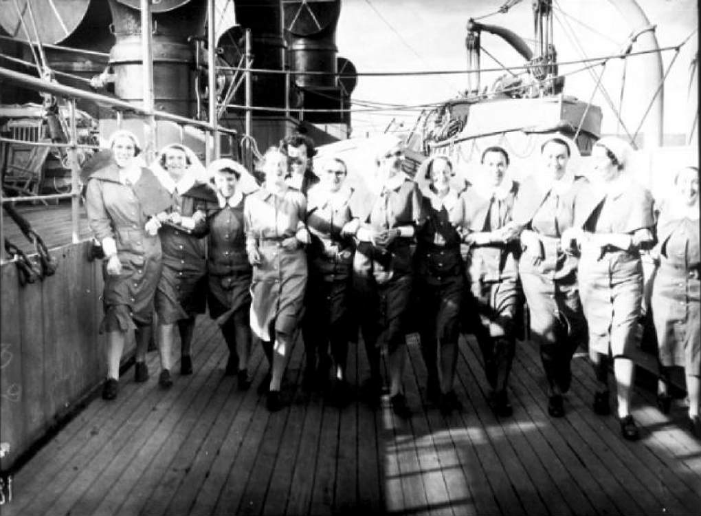 Nurses on the Aquitania and RMS Queen Mary, from South Australia and Bongilla, 3 February 1941. Photographer: Samuel J Hood Studio, ANMM Collection 00022602