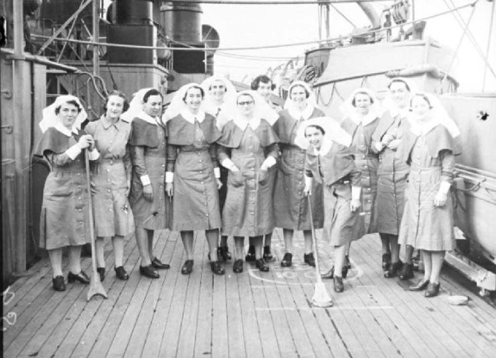 Nurses on the Aquitania and RMS Queen Mary, from South Australia and Bongilla, 3 February 1941. Photographer: Samuel J Hood Studio, ANMM Collection 00022603
