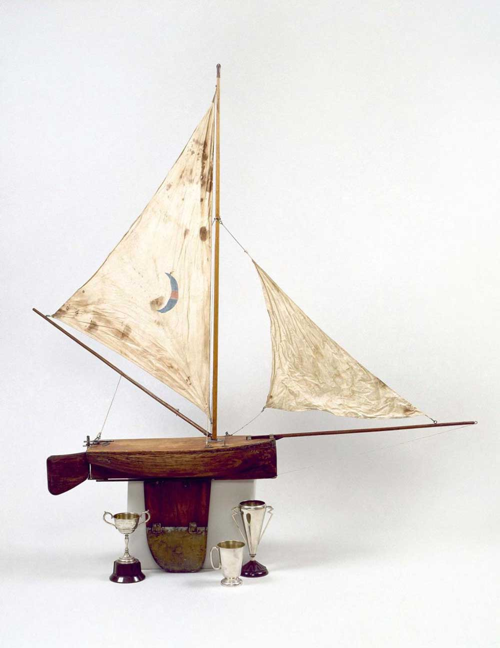 2-foot cedar model Lily raced in the winter on Harbour waters off Balmain by skiff sailors of the Sydney Flying Squadron (SFS) in the 1920s. Competition, and punting, was fierce. ANMM Collection Gift from Ron Mobberley