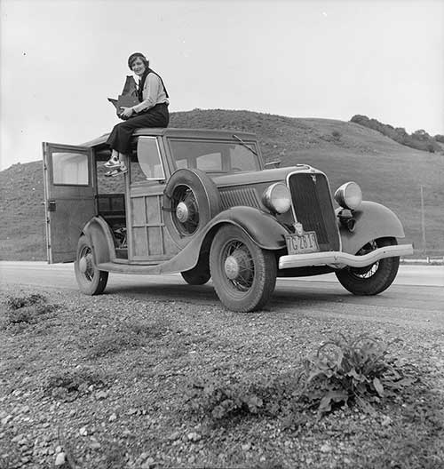 Dorothea Lange at work in the 1930s. Reproduced courtesy Library Of Congress 8b27245a.